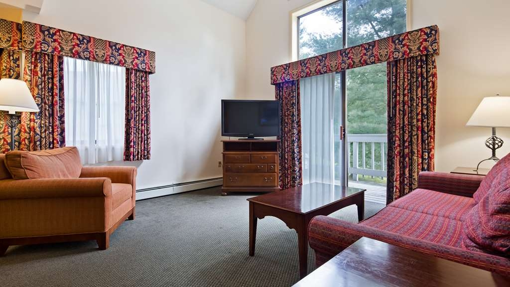 Best Western Inn & Suites Rutland-Killington - A 6.4-mile drive from the Pico Mountain ski area, this straightforward hotel offering mountain views is 0.8 miles from the Norman Rockwell Museum.