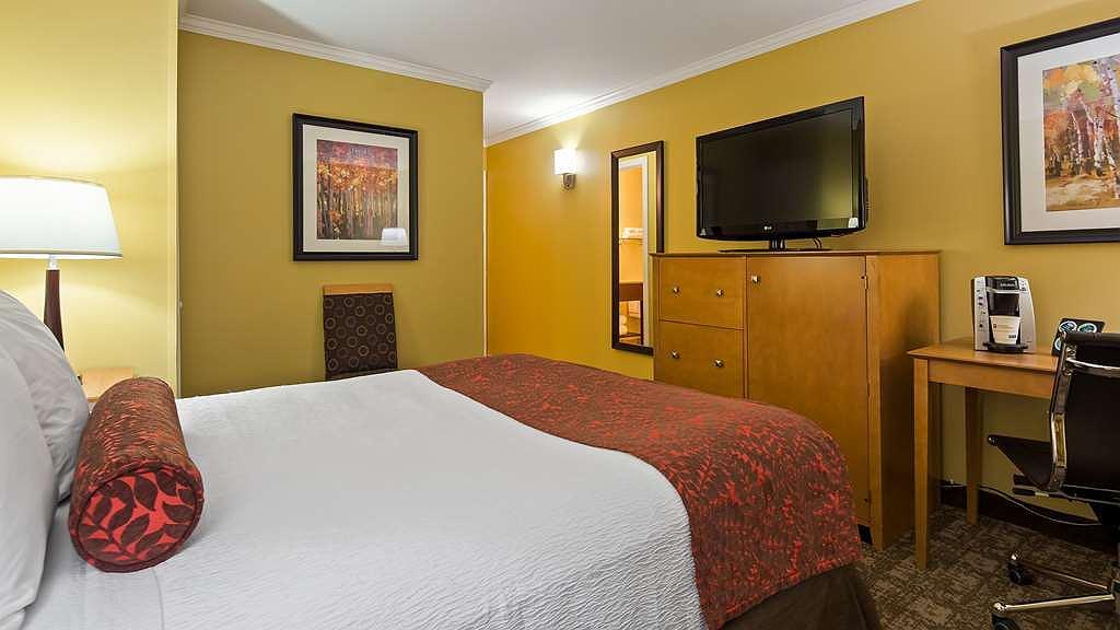 Hotel in South Burlington   Best Western Plus Windjammer Inn