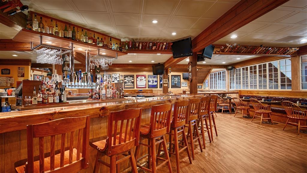 Best Western Plus Windjammer Inn & Conference Center - restaurant bar