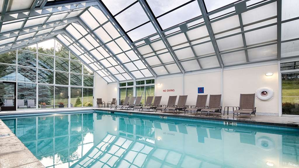 Best Western Plus Waterbury - Stowe - Whether you want to relax or take a dip, our indoor pool area is the perfect place to unwind.