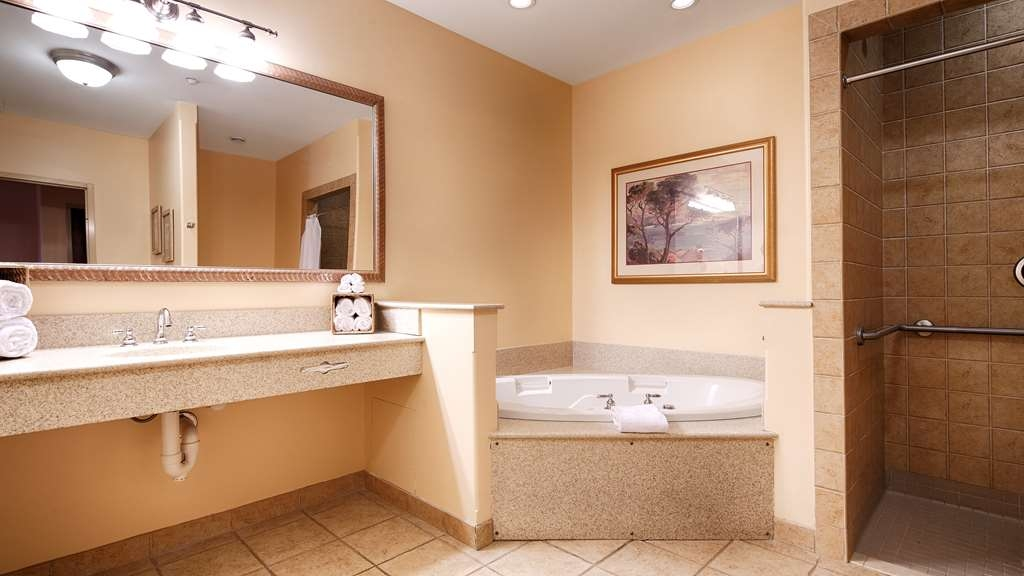 Best Western Plus Waterbury - Stowe - Our beautiful suites have oversize bathrooms with walk-in showers, large vanity, and soak your day away in our whirlpool tub.