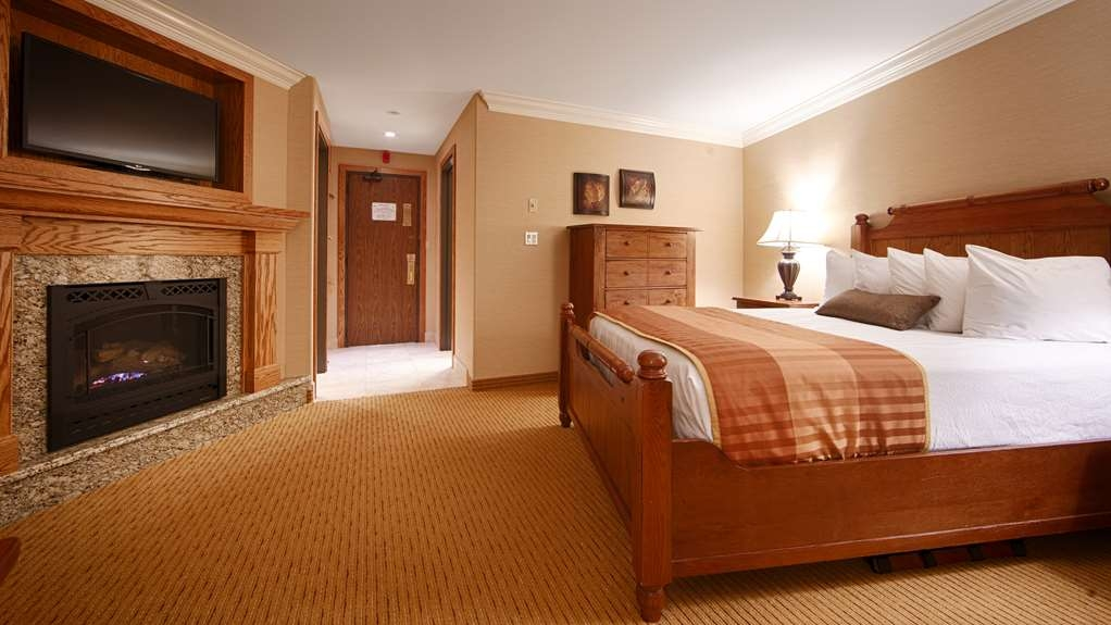 Best Western Plus Waterbury - Stowe - Book your honeymoon in our queen bedroom featuring a fireplace.