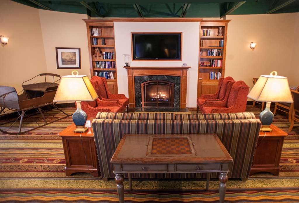 Best Western Plus Waterbury - Stowe - If you're looking for a place of solitude we offer plenty of solace in our Green Mountain Room that has large screen TV, tables for games, and plenty of cozy seating including our gas fireplace to lounge by while you enjoy your choice of book from our extensive library.