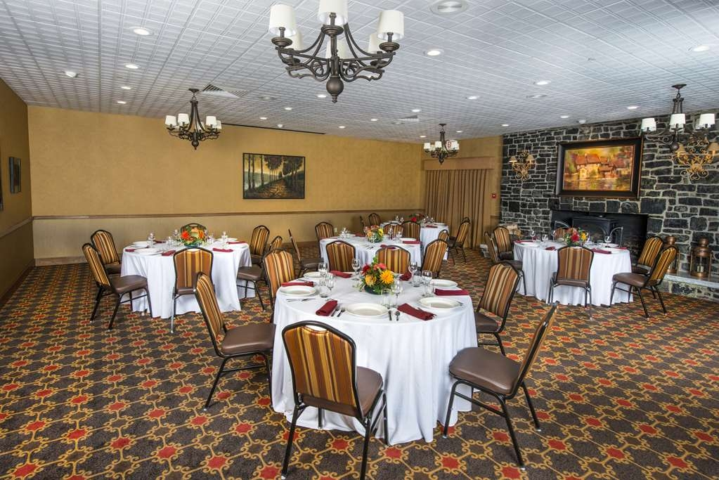 Best Western Plus Waterbury - Stowe - Host a productive business meeting in our Hearth Room at the BEST WESTERN PLUS Waterbury - Stowe.
