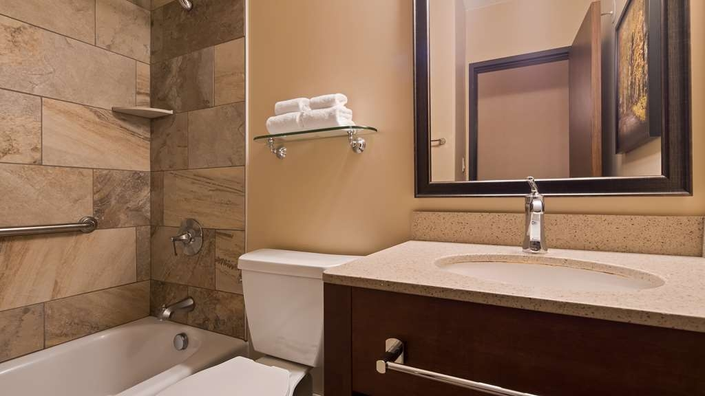 Best Western Plus Waterbury - Stowe - Our guest rooms have bathrooms with a granite lined shower, and plenty of counter space for your toiletries.