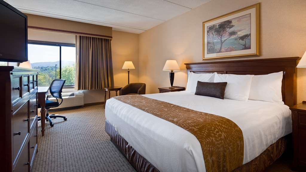 Best Western Plus Waterbury - Stowe - Wake up feeling refreshed in our standard king room, and enjoy your favorite tv sow as well as our complimentary in room wi-fi.