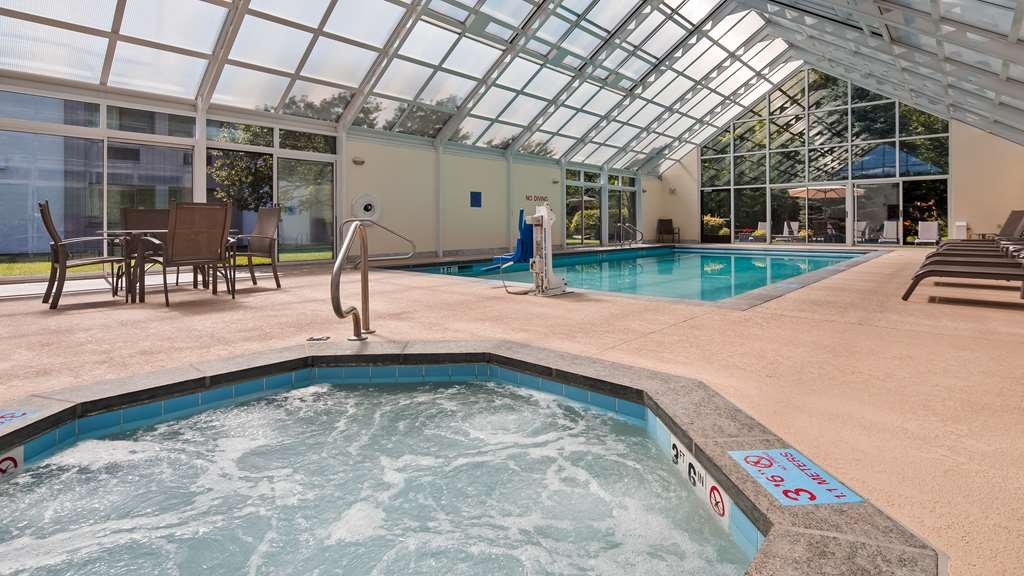 Best Western Plus Waterbury - Stowe - Soak up the sun and take in our beautiful landscape while relaxing in our indoor pool.