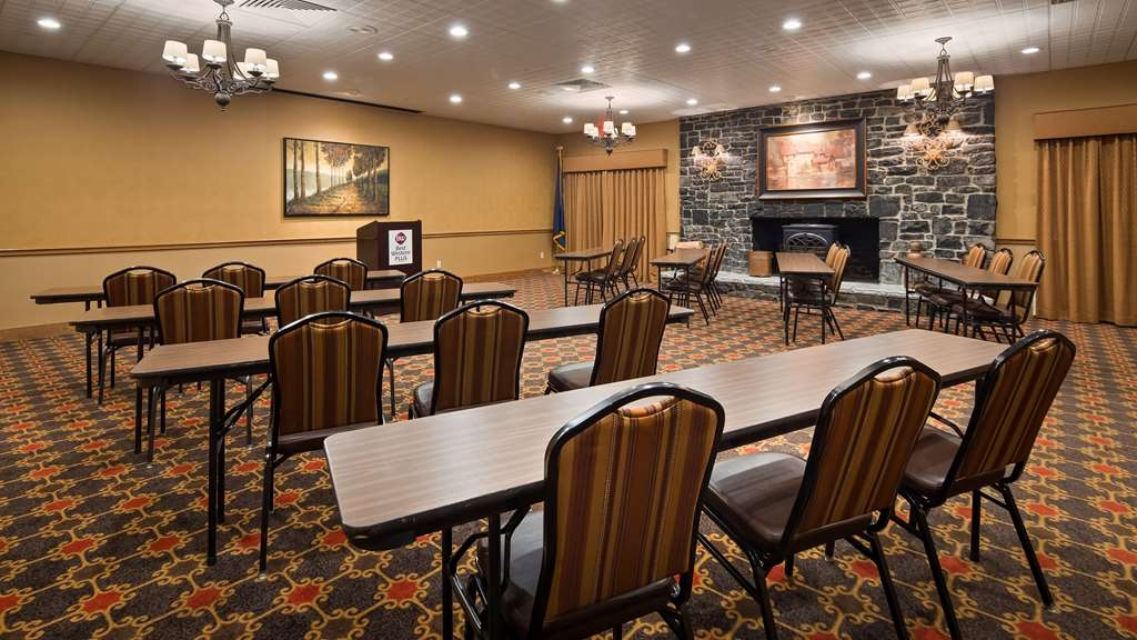 Best Western Plus Waterbury - Stowe - Our meeting room is perfect for moderate sized gatherings, presentations or seminars.