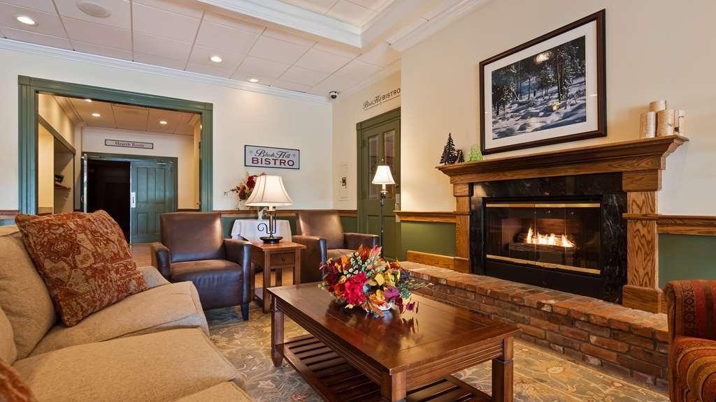 Best Western Plus Waterbury - Stowe - Business and leisure travelers alike will notice our modern lobby.