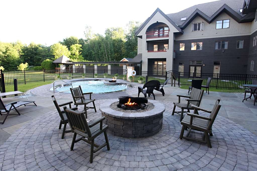 Killington Mountain Lodge, BW Signature Collection - Outdoor Fire Pit and Hot Tub