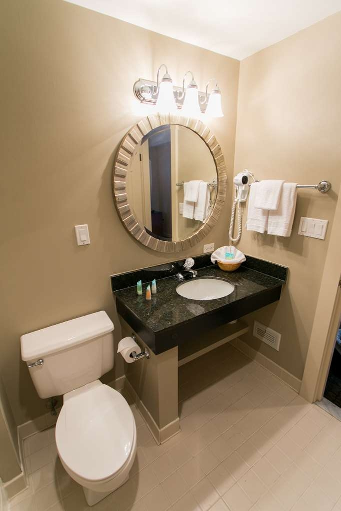 Killington Mountain Lodge, BW Signature Collection - Guest Bathroom