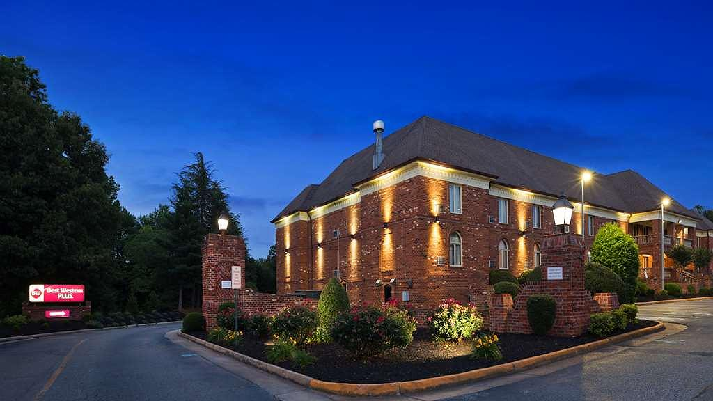 Best Western Plus Governor's Inn