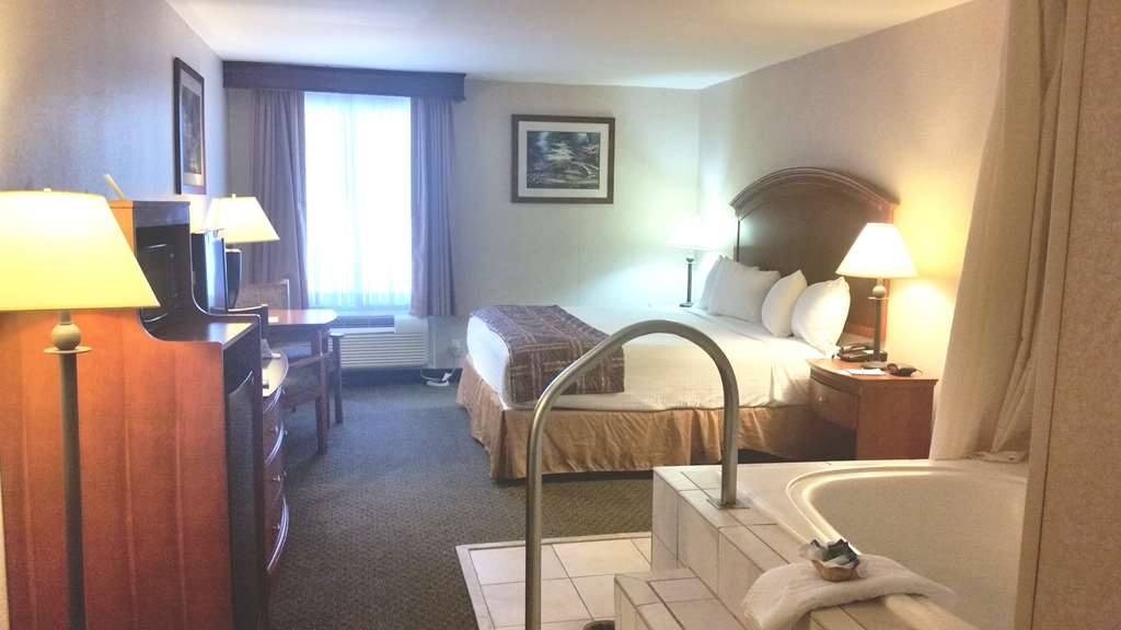 Best Western Manassas - King Room with hot tub