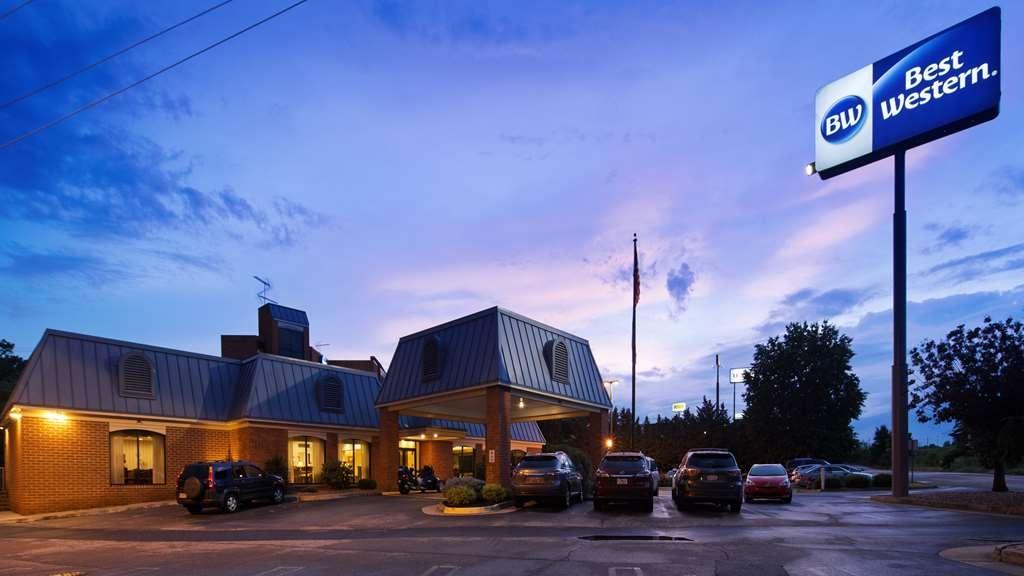 Best Western Staunton Inn - Vista Exterior