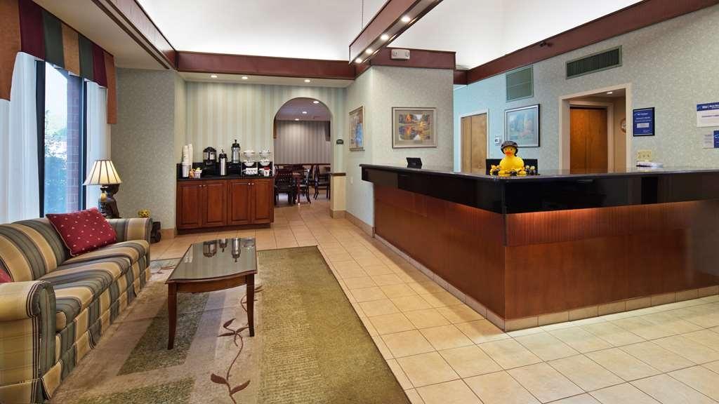Best Western Staunton Inn - Vista del vestíbulo