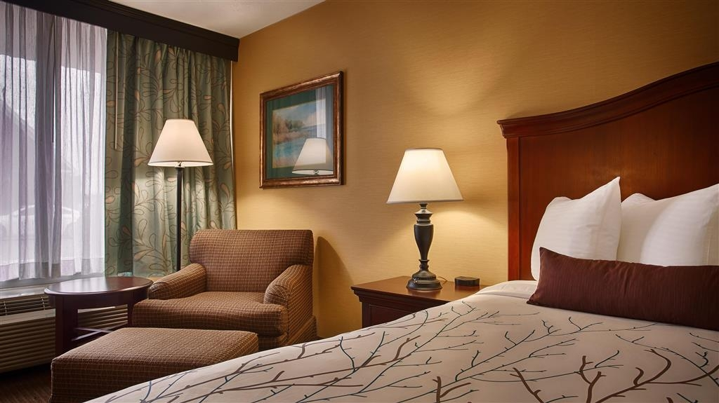 Best Western Fredericksburg - This king room features a 32-inch flat screen, lounge chair and ottoman, microwave and refrigerator.
