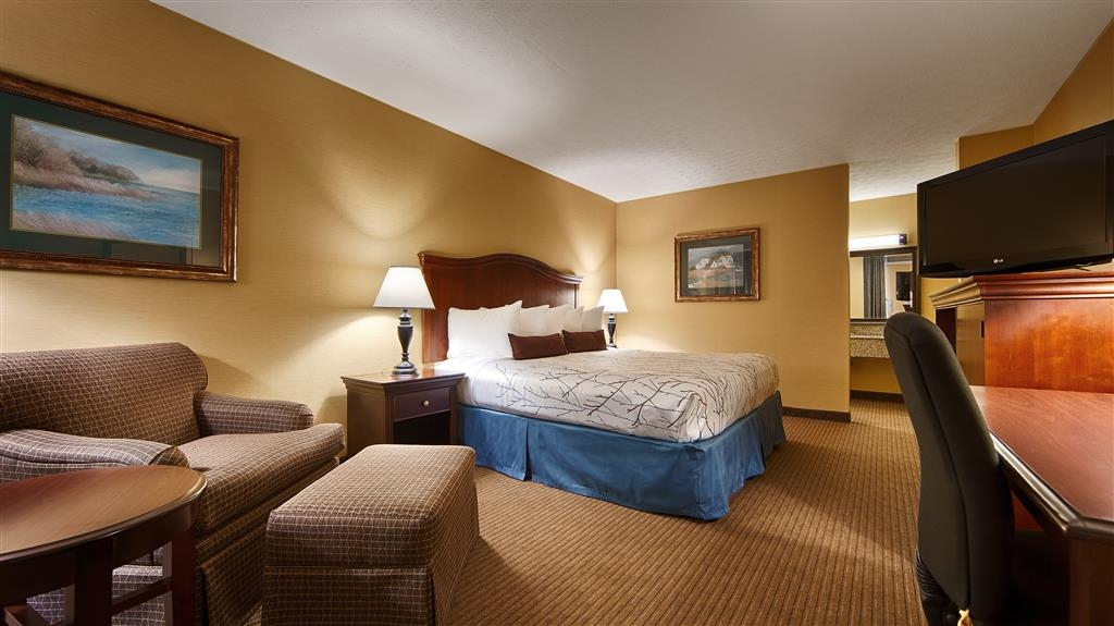 Best Western Fredericksburg - Newly Renovated Executive King Room