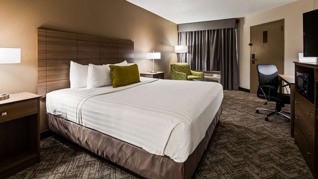 Best Western Center Inn - At the end of a long day relax in our clean fresh King Guest Room.