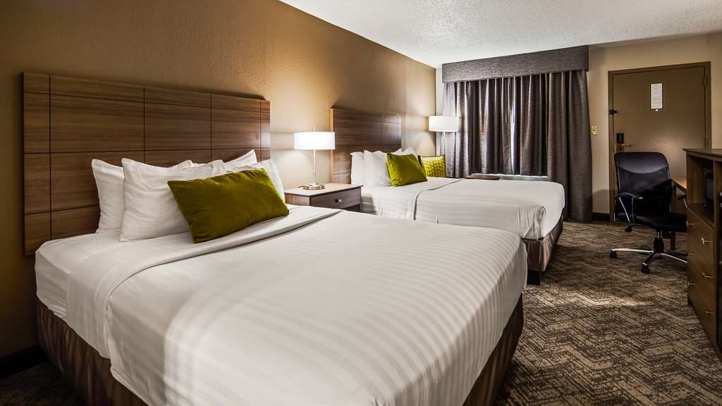Best Western Center Inn - Sink into our comfortable beds each night and wake up feeling completely refreshed.