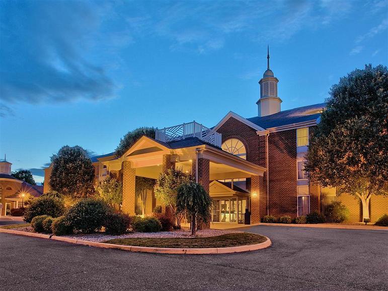 Best Western Plus Inn at Hunt Ridge - Außenansicht des Hotels