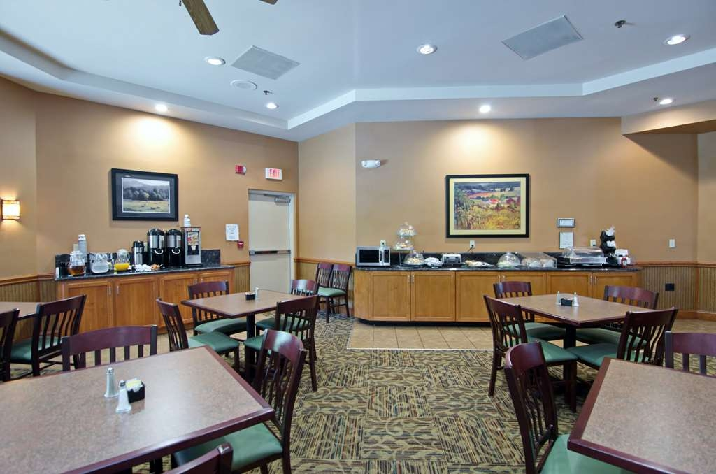 Best Western Plus Inn at Hunt Ridge - Begin your day by taking advantage of our awesome breakfast including our make-your-own-yogurt bar and make-your-own-waffle bar.