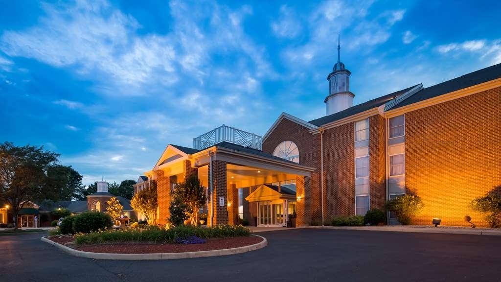 Best Western Plus Inn at Hunt Ridge - Facciata dell'albergo