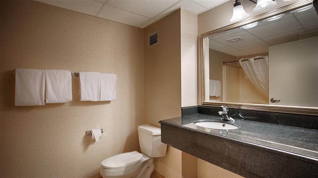 Best Western Mount Vernon/Ft. Belvoir - Guest Bathroom