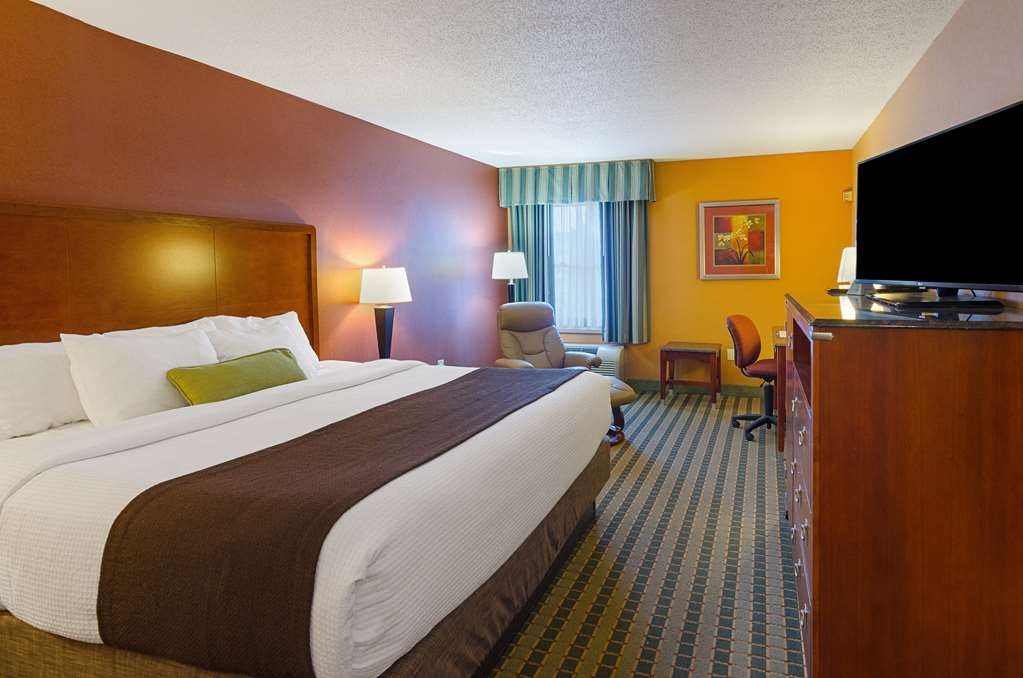 Best Western Plus Inn at Valley View - Enjoy your stay in our spacious corporate king guest room featuring a king sized bed, granite counter tops throughout the room and more.