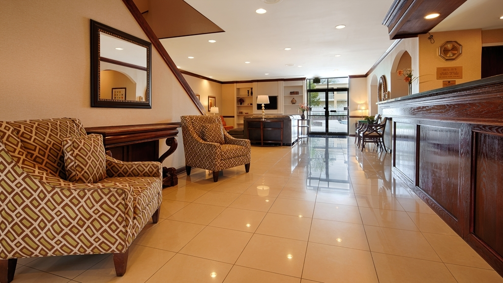 Best Western Battlefield Inn - Our friendly staff awaits your arrival