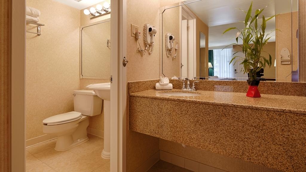 Best Western Battlefield Inn - Guest Bathroom
