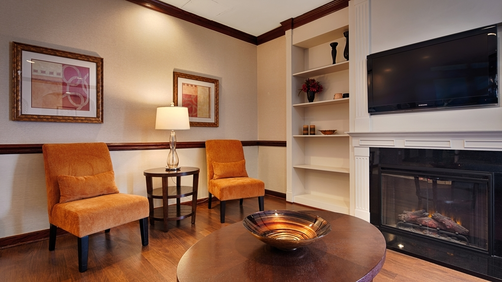 Best Western Battlefield Inn - Cozy up to the lobby fireplace on a chilly night at the Best Western Battlefield Inn