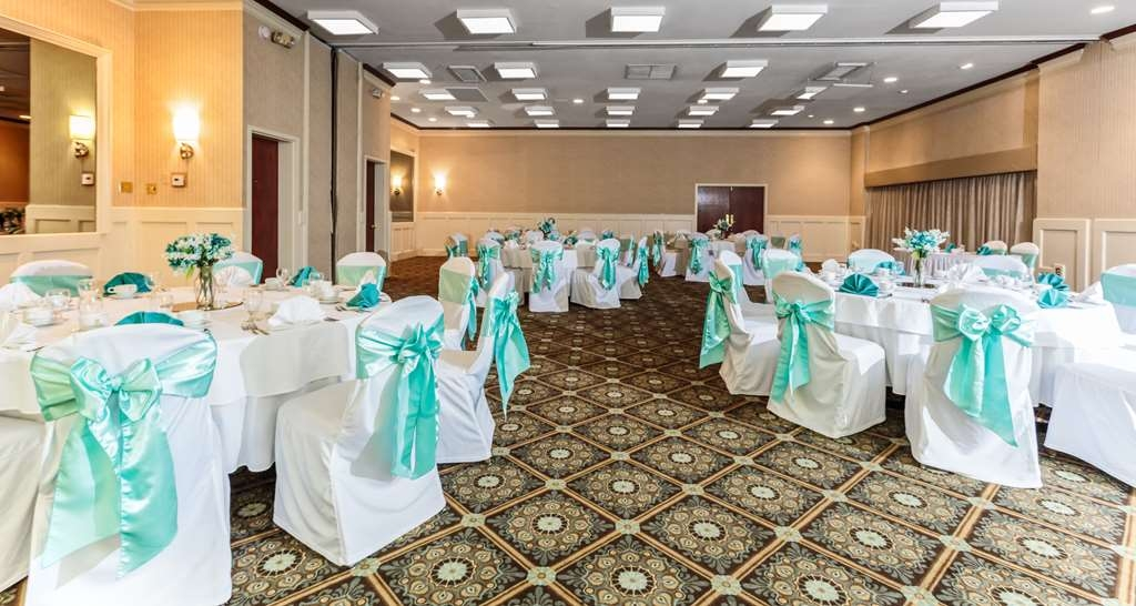 Best Western Battlefield Inn - Our newly redecorated ballroom is perfect for all of your special event. Our professional staff, and varied catering menus will make planning your event enjoyable.