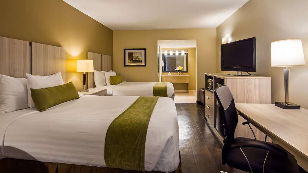 Best Western Battlefield Inn - Relax and unwind in a double bedded room featuring extra long beds.