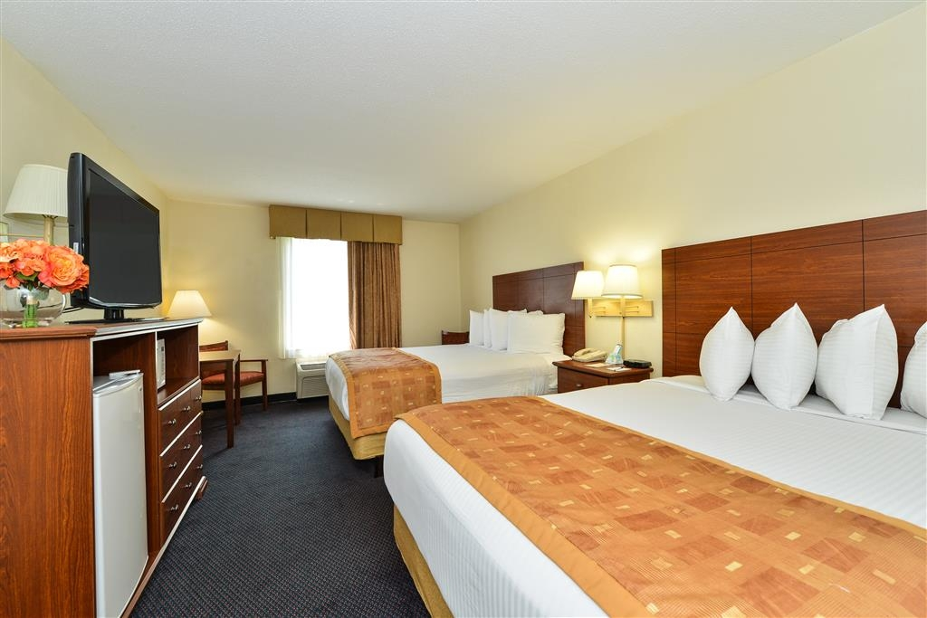 Best Western Wytheville Inn - Bring your whole family along and book a double queen guest room.