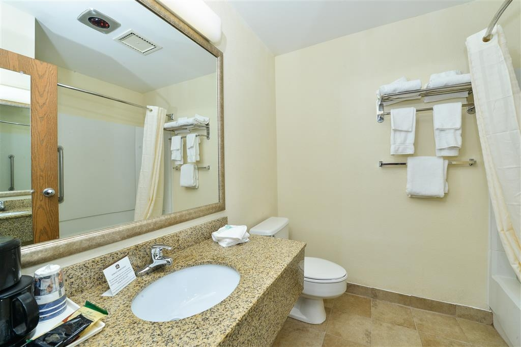 Best Western Wytheville Inn - Enjoy getting ready for a day of adventure in this fully equipped guest bathroom.