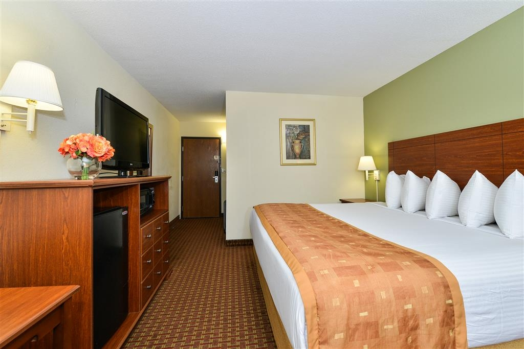 Best Western Wytheville Inn - Our king guest room is spacious and offers you a comfortable place to unwind.