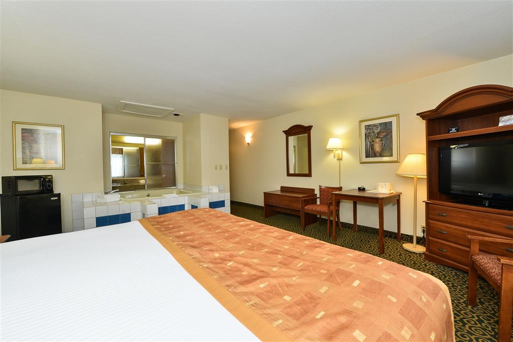 Best Western Wytheville Inn - Relax after a long day of travel in our king whirlpool guest room.