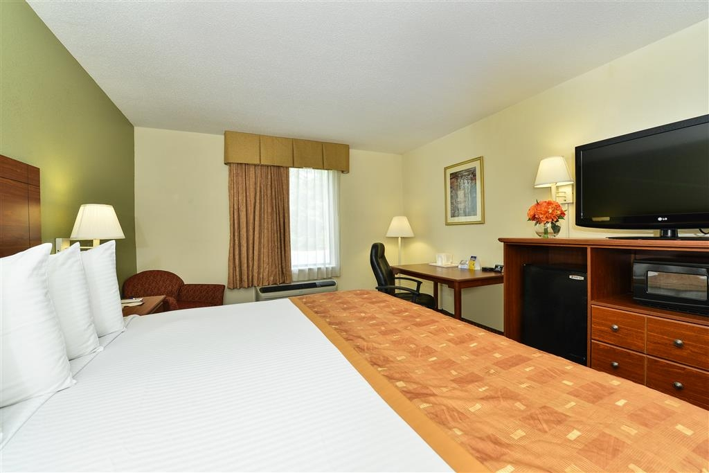 Best Western Wytheville Inn - Our spacious king guest room has all the comforts of home at your fingertips.
