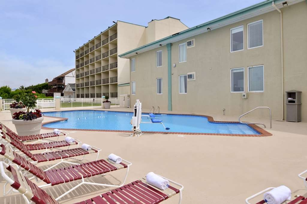 Best Western Plus Holiday Sands Inn & Suites - Vista de la piscina