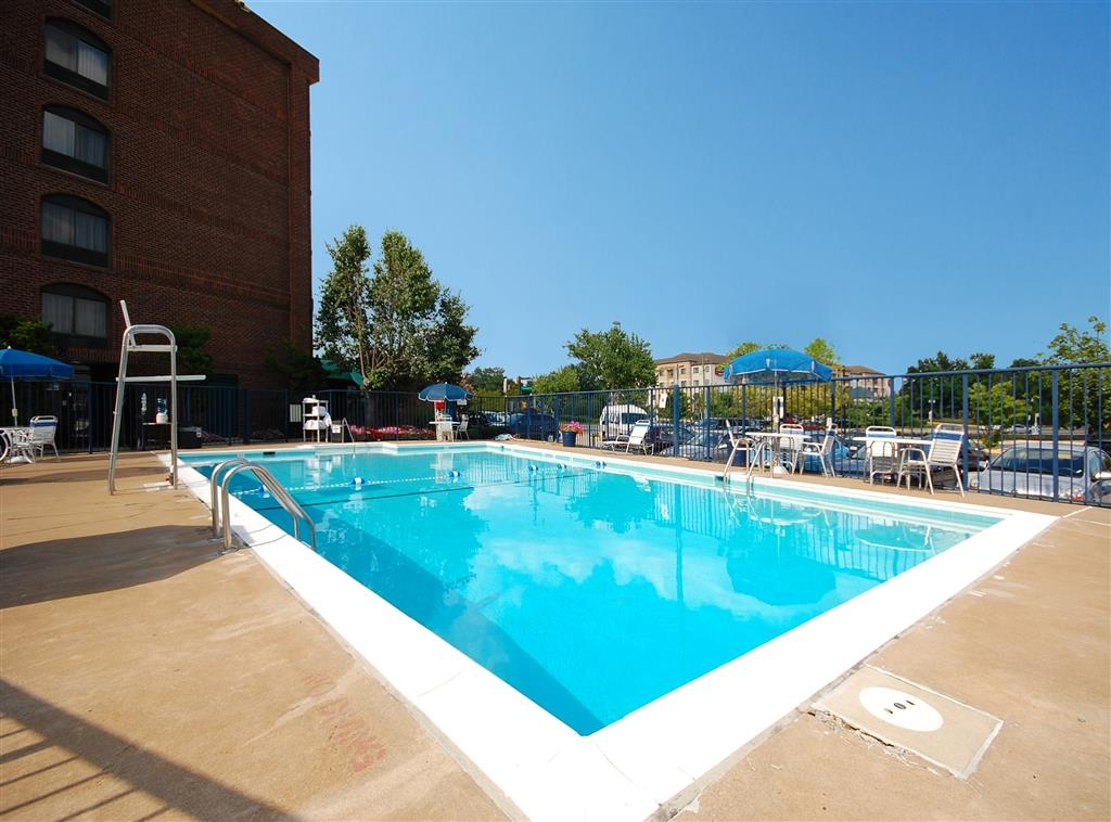Best Western Springfield - Open Memorial Day through Labor Day, our outdoor pool is the perfect place to rejuvenate after a day of exploring.