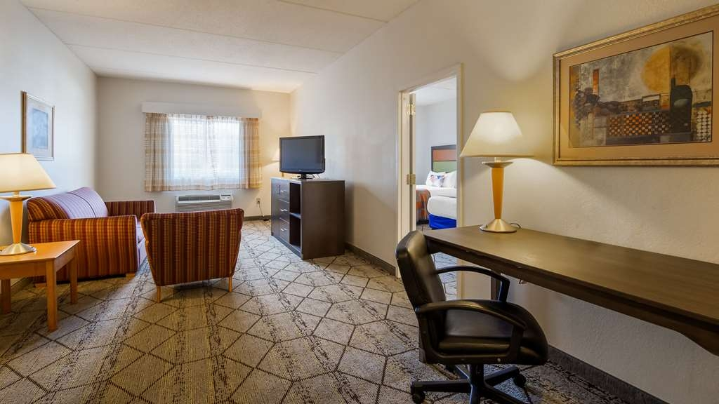 Best Western Plus Newport News Inn & Suites - Suite