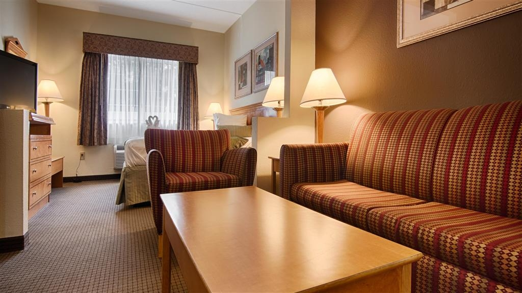 Best Western Plus Newport News Inn & Suites - Mini-suite avec lit king size