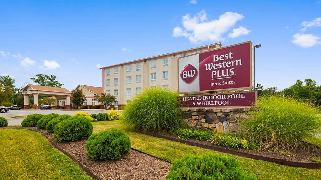Best Western Plus Crossroads Inn & Suites - Area esterna
