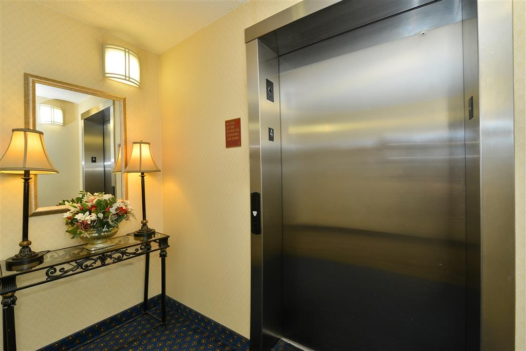 Best Western Plus Crossroads Inn & Suites - Elevator