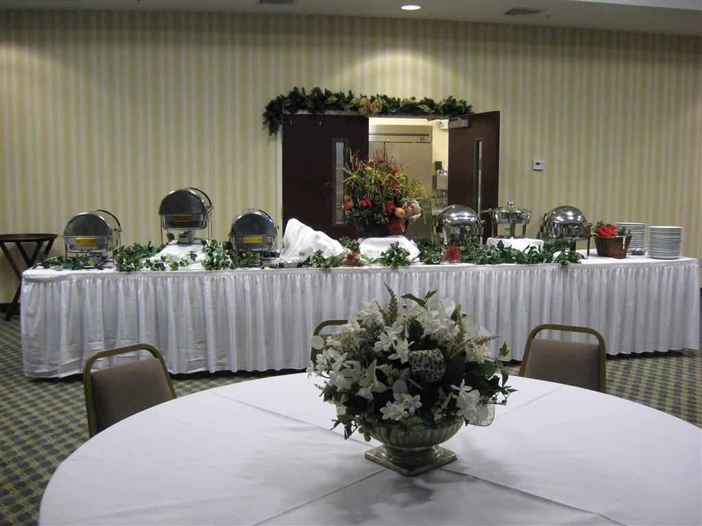 Best Western Plus Crossroads Inn & Suites - The Jefferson Ballroom is perfect for seating anywhere from 100 to 200 reception style and up to 300 theater style!
