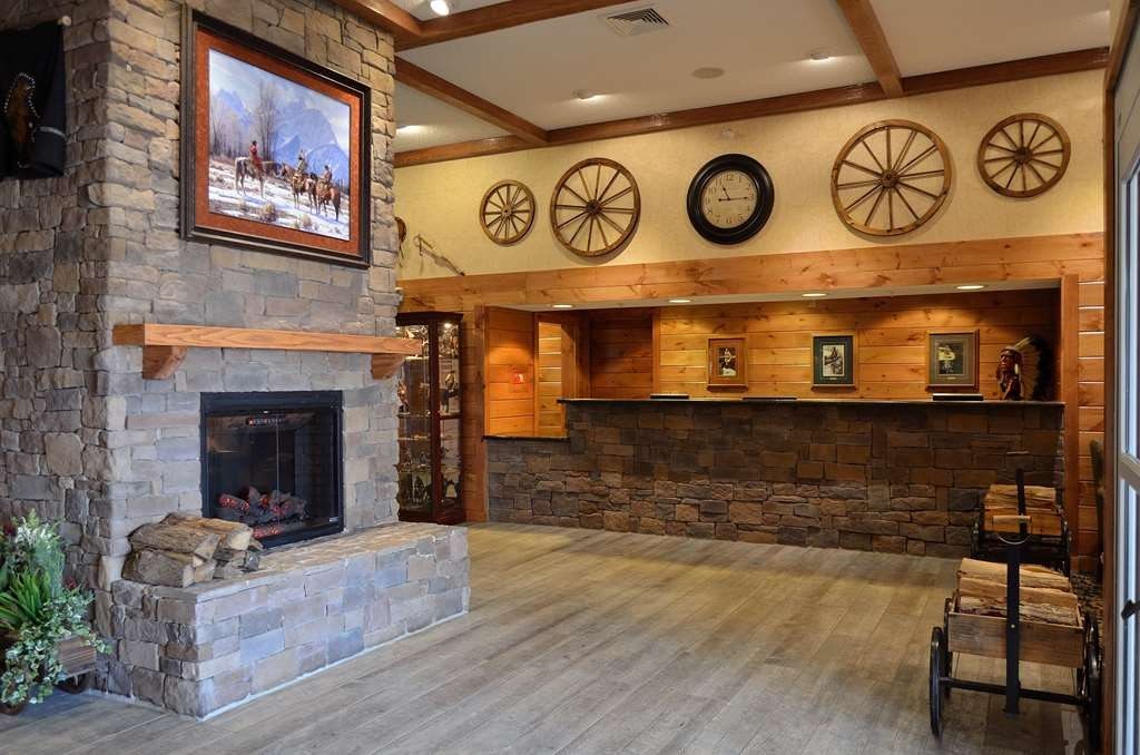 Best Western Plus Crossroads Inn & Suites - Newly renovated lobby featuring electric fireplace, completed in 2016.