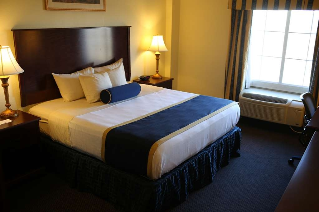 Best Western Plus Crossroads Inn & Suites - King Mobility Accessible Guest Room with Roll-in Shower