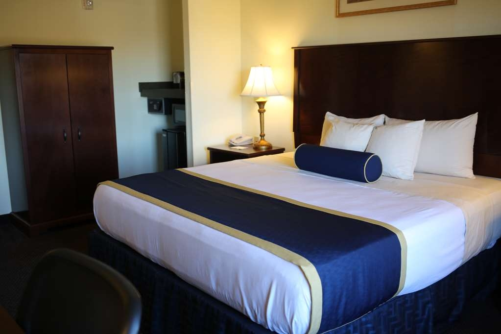 Best Western Plus Crossroads Inn & Suites - King Mobility Accessible Guest Room with Walk-in Shower
