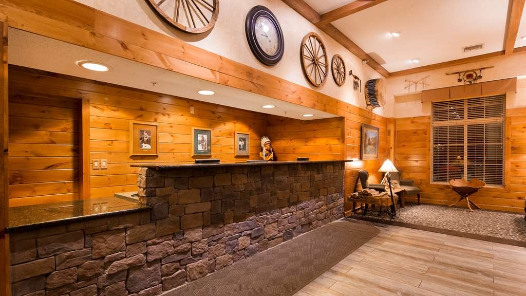Best Western Plus Crossroads Inn & Suites - Lobby