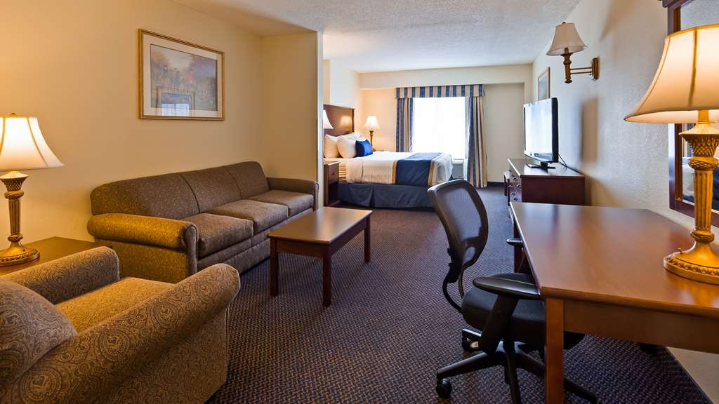 Best Western Plus Crossroads Inn & Suites - Suite